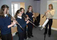 Picture of Wendy Marks teaching four young oboists